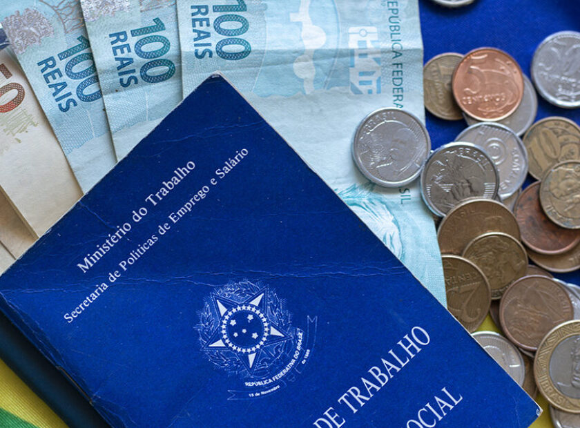 Brazilian document work and social security with one hundred rea